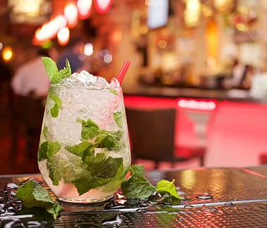 alcohol-bar-cocktail